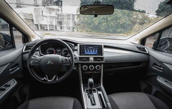 mitsubishi xpander 2019 interior