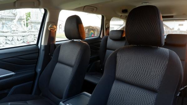 mitsubishi xpander 2019 seating