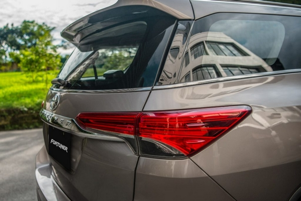 toyota fortuner 2019 angular rear