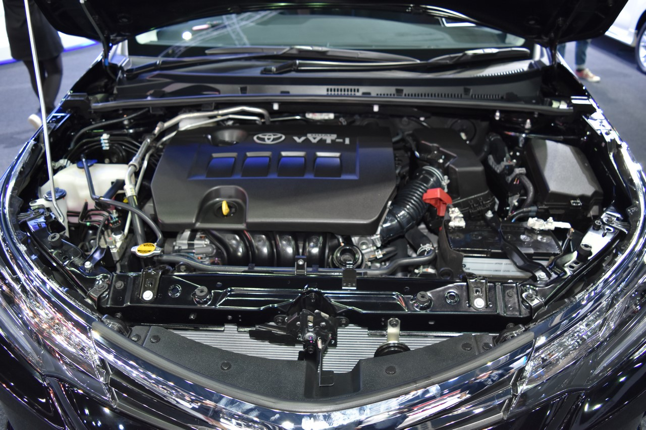 Toyota Corolla Altis 2017 engine bay