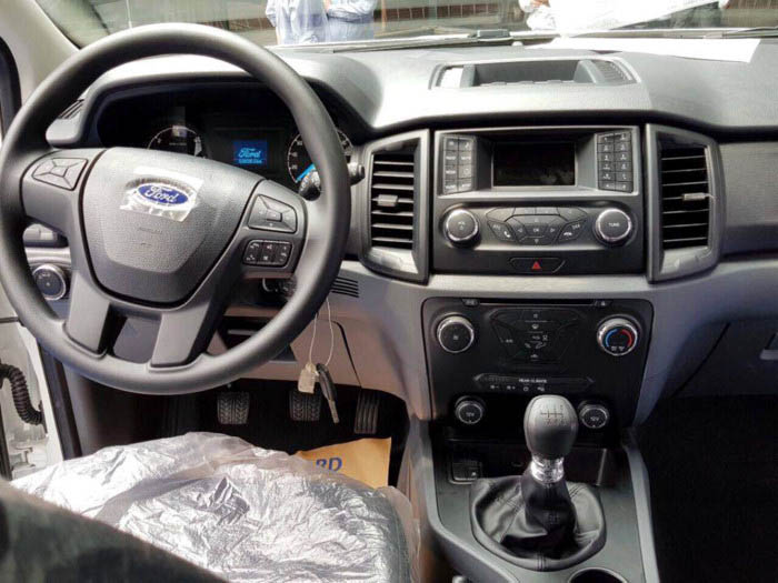 Ford Everest Ambiente 2017 interior